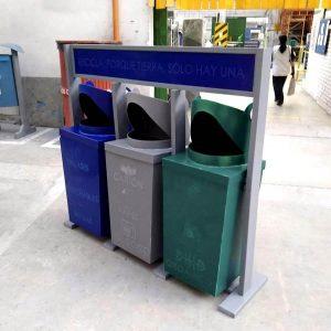 Caneca-contenedor-deposito-en-plastico-industrial-polipropileno-de-vaiven-para-punto-ecologico-reciclaje-azul-verde-gris-maderplas-02