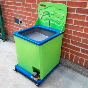 lava-manos-portatil-paraniños-cuidado-y-prevencion-del-covid-19-paralavado-de-manos-constante-en-plastico-industrial-de-color-verde01
